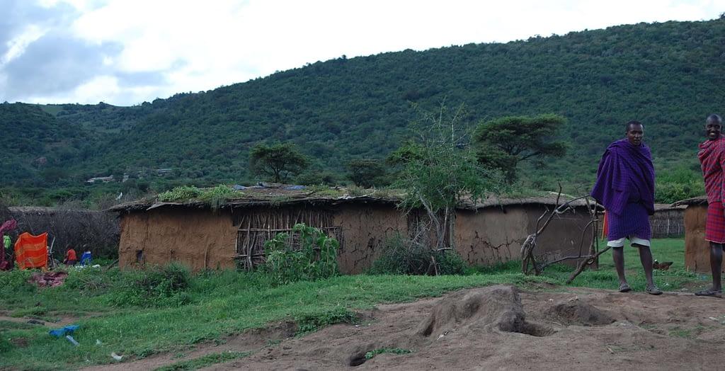 Photo Traditional Maasai Houses inside the kraal