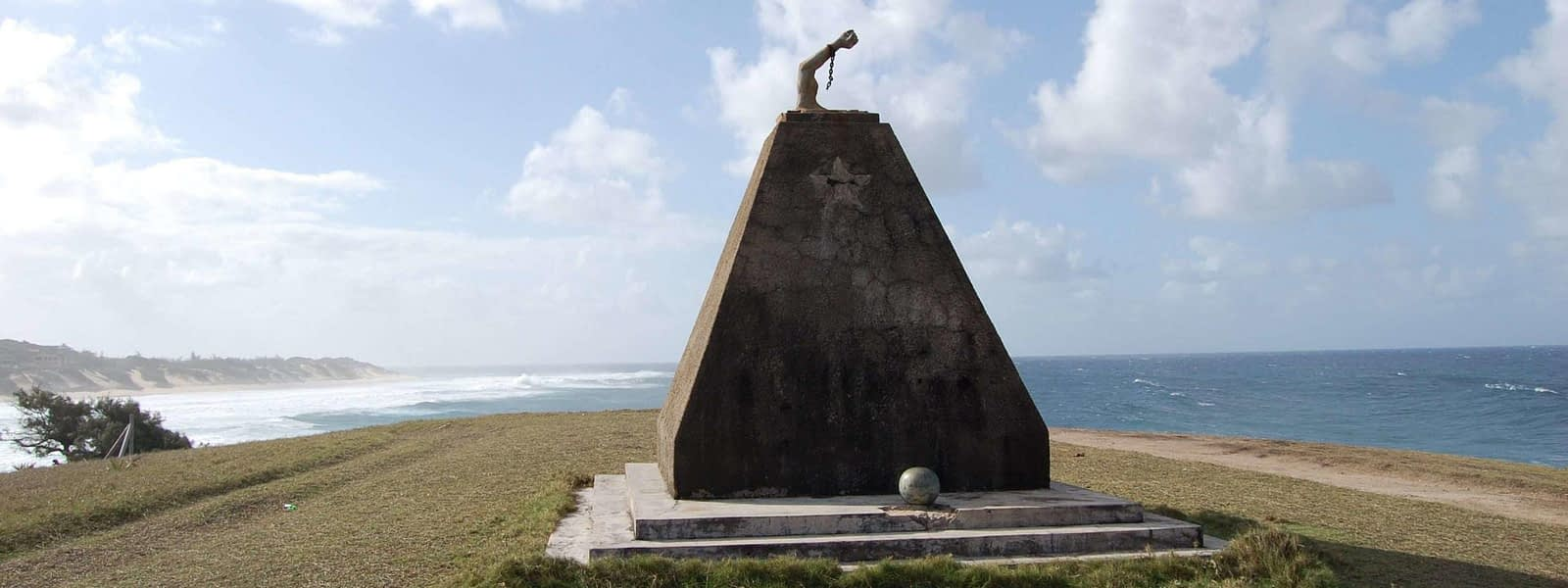 photo FRELIMO monument Tofinho Mozambique