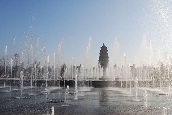 Photo Giant Wild Goose Pagoda Fountain Show