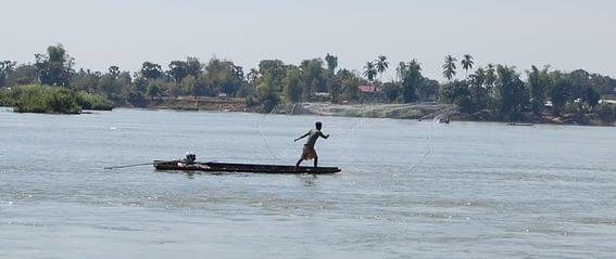 Cast Net fishing in S Phan Don 4000 Islands