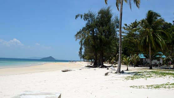 Ko Bulon Leh School Beach